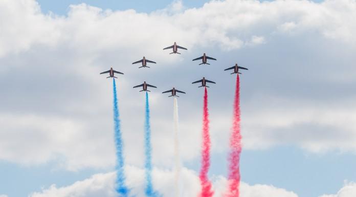 Patrouille de France en formation losange