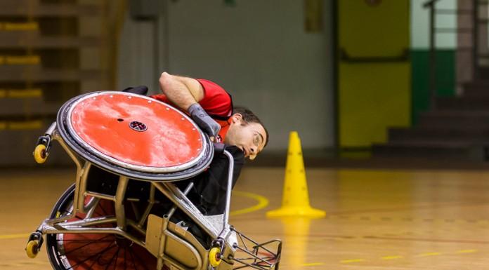 Julien Aleman (14 STRH) se retouve en équilibre après un contact