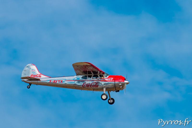 Cessna 195 passage devant le public du meeting des étoiles et des ailes