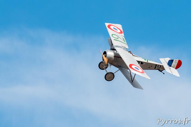 Le Nieuport 17 en virage à gauche