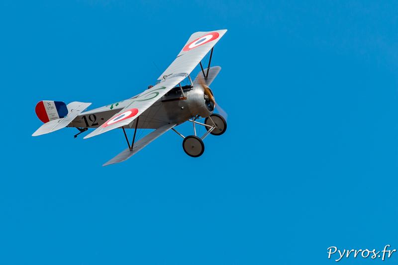 Le Nieuport 17 en virage à droite