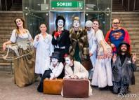 Une partie de la troupe de l'Atelier Art en Ciel à l'entrée de la station Jean Jaurès