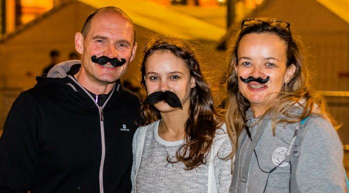 Les patineurs et patineuses sont nombreux à arborer une fausse moustaches