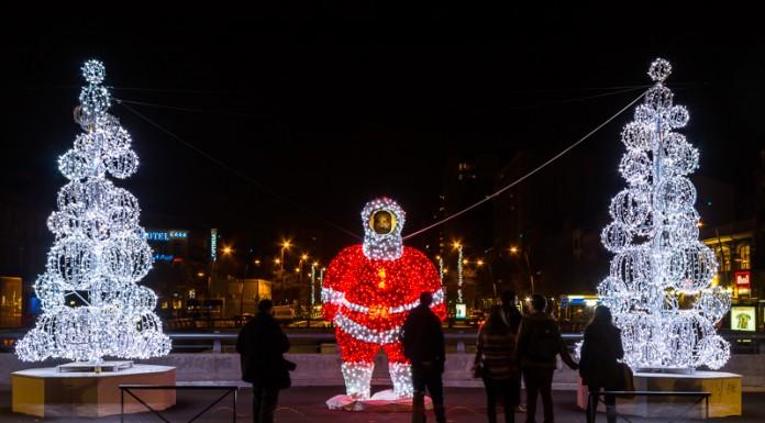 Le Père Noël de Toulouse déjà dégradé par un visage parasite
