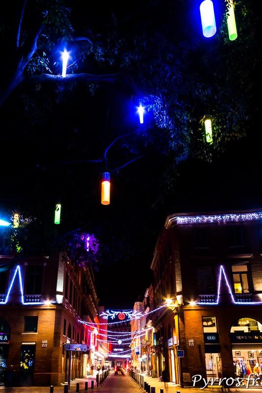 Les façades de la place Wilson ont été habillées de guirlandes lumineuses
