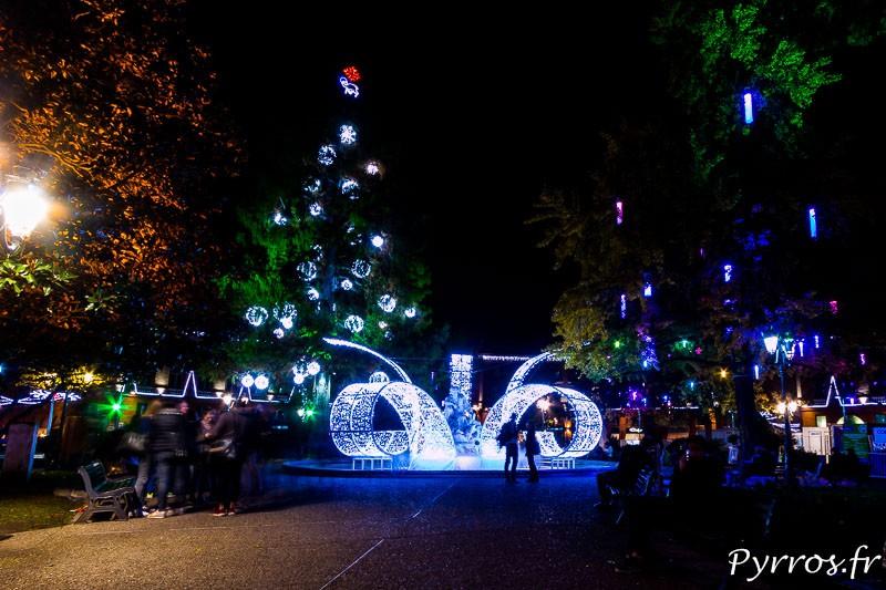 Les toulousains apprivoisent déjà l'éclairage festif du square de la place Wilson