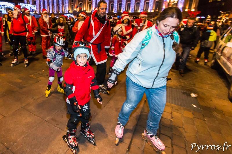 Des enfants accompagnés par leurs parents participent à cette randonnée excptionnelle