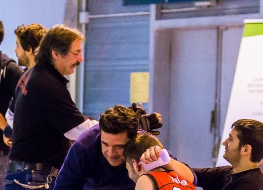 COSTE NICOLAS (C) de STRH tombe dans les bras de CLAMON THOMAS (33) de STRH à la fin du match pour le féliciter