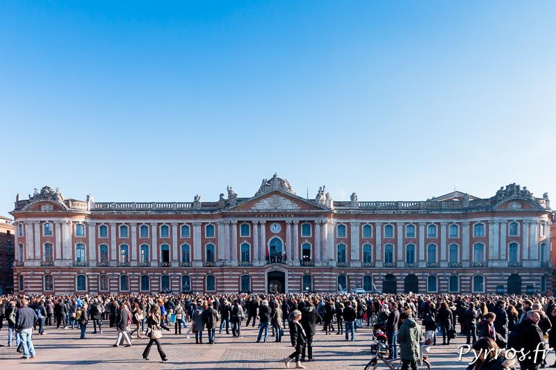 La place du Capitole silencieuse en hommage aux vicitimes de l'attaque de Charlie Hebdo