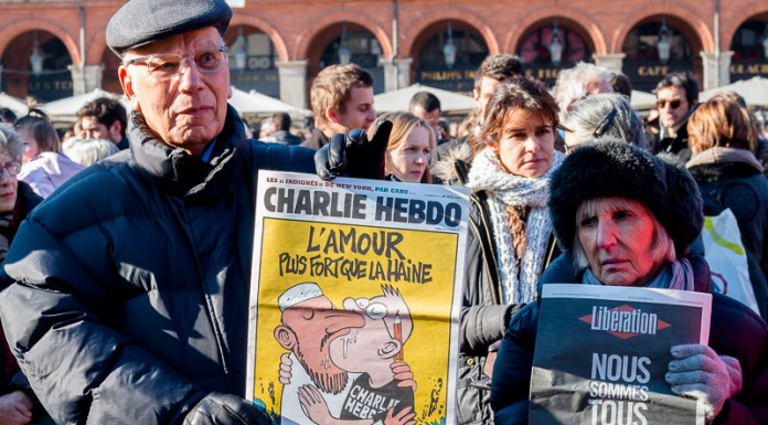 """L'amour plus fort que la Haine"""" une ancienne une de Charlie Hebdo"""