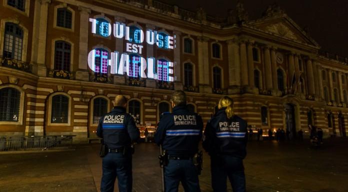 La police municipale est présente. La police a aussi payé un lourd tribut dans les affrontements avec les terroristes