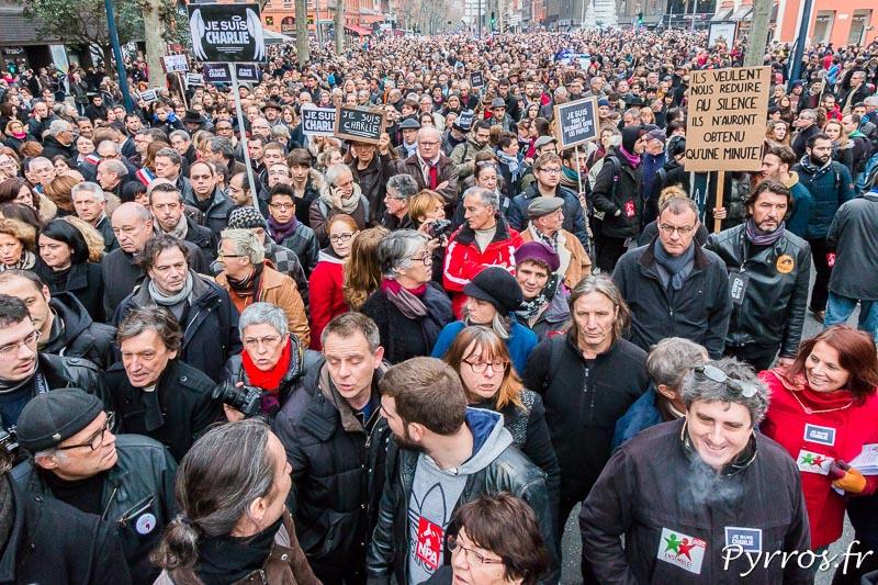 Véritable marée humaine dans les rue de Toulouse en hommage aux victimes des terroristes