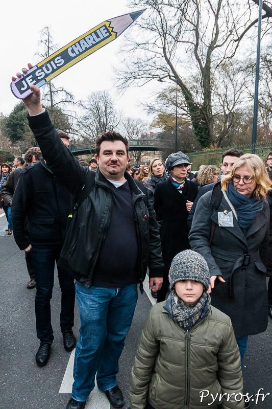 """Le crayon """"Je suis Charlie"""" symbole de la liberté de la presse"""