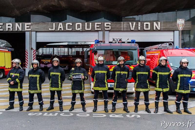 Les Pompiers de la Caserne Jacques Vion sont Charlie