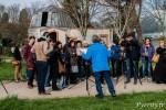 L'animateur de la Société d'Astronomie Populaire explique le principe de l'éclipse aux Toulousains