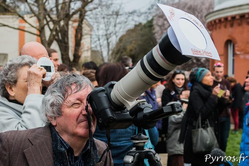 L'appareil photo attire les spectateurs