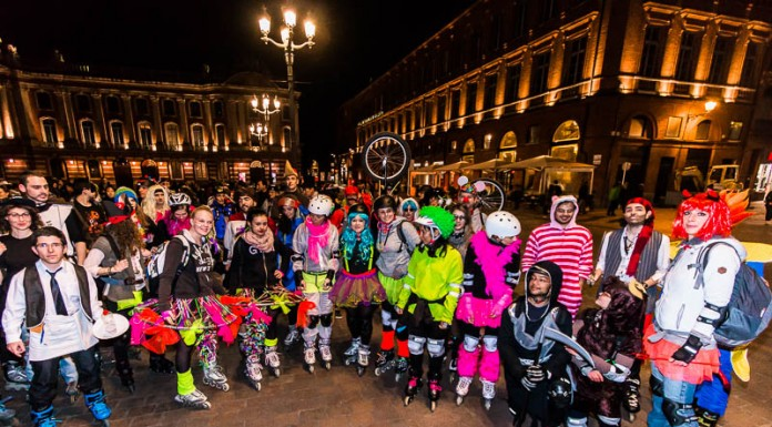 De nombreux participants aux couleurs flashy pour cette randonnée roller oragnisée par Roulez Rose