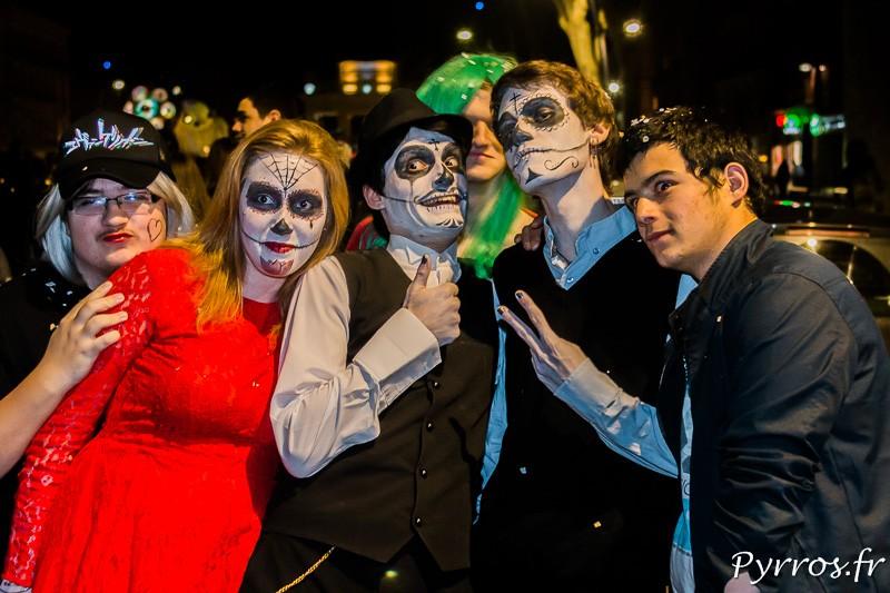 Groupe de tètes de morts mexicaines dans le Grand Carnaval de Toulouse