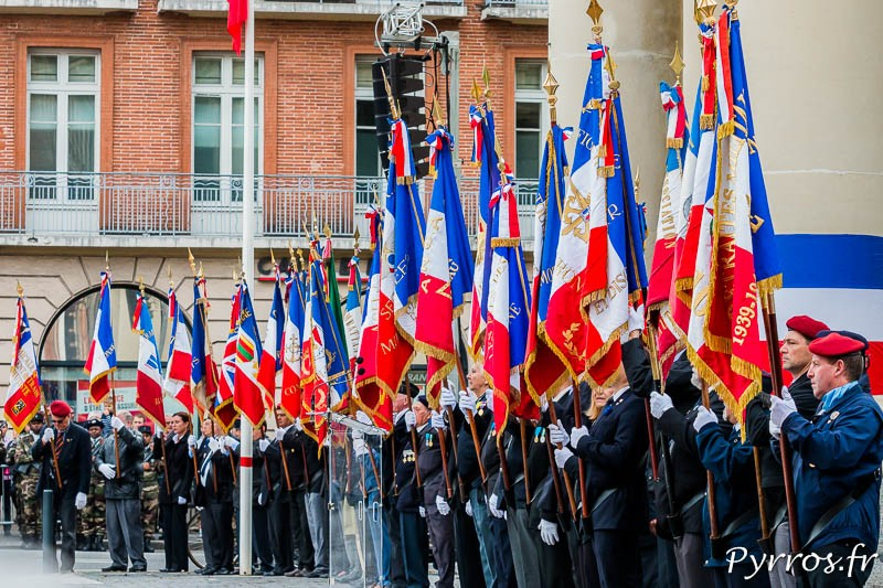 Les portes drapeaux lors de la commémoration du 8Mai1945