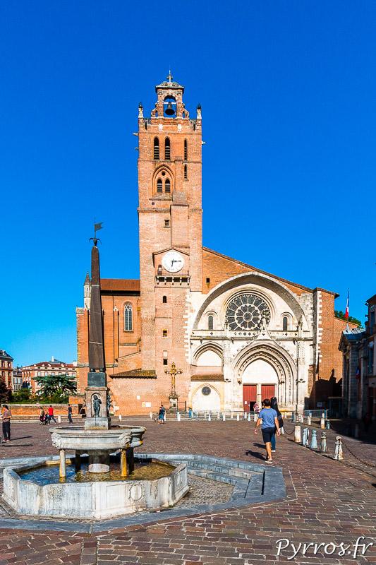 Cathédrale Saint Etienne et la fontaine le Griffoul