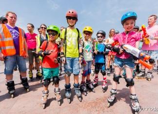 Roulez Rose propose une randonnée roller rafraichissante pour les enfants