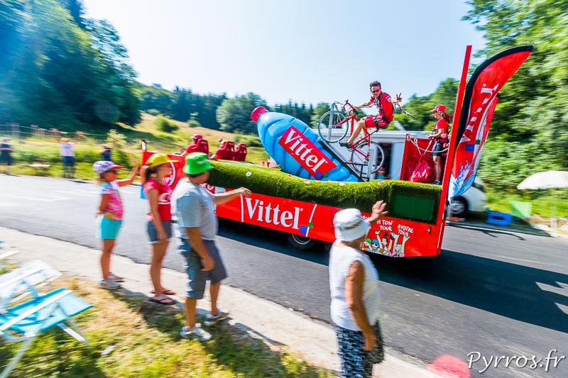 Caravane du Tour de France 2015, Vittel fait coucou aux spectateurs