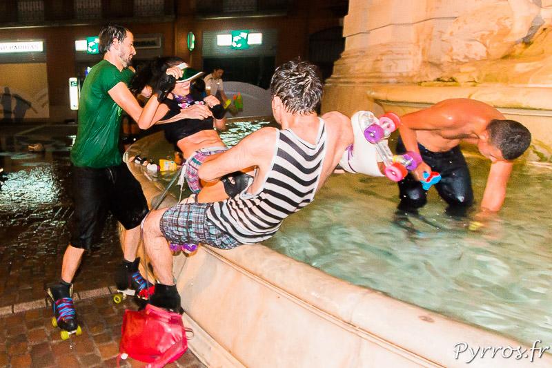 Impossible d'échapper au bain dans la fontaine
