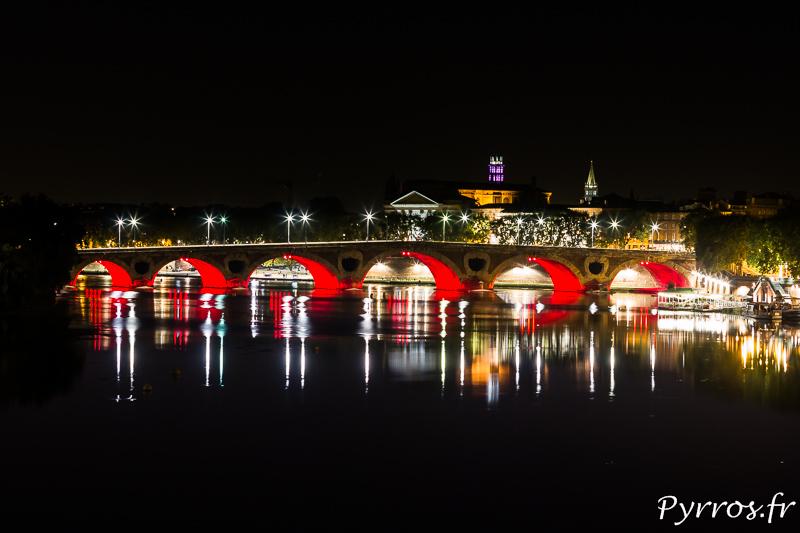 Depuis le pont Saint Michel, le Pont Neuf et Toulouse brillent