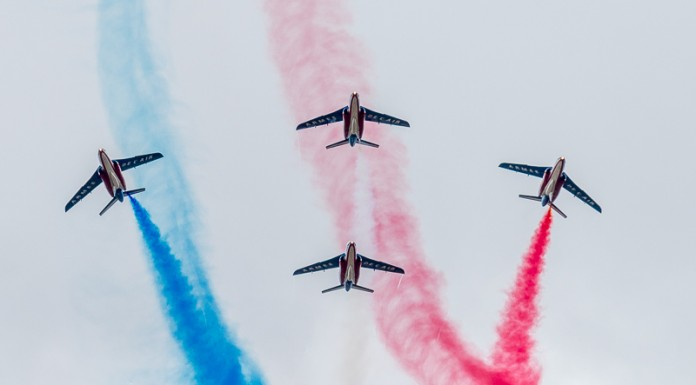 Patrouille de France éclatement du Box Avant