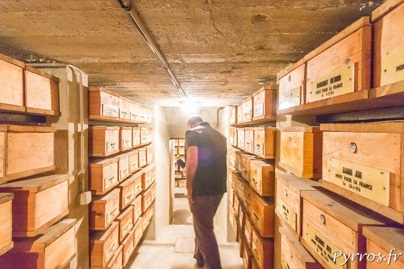 Les couloirs de la Crypte des Poilus de Salonique sont étroits