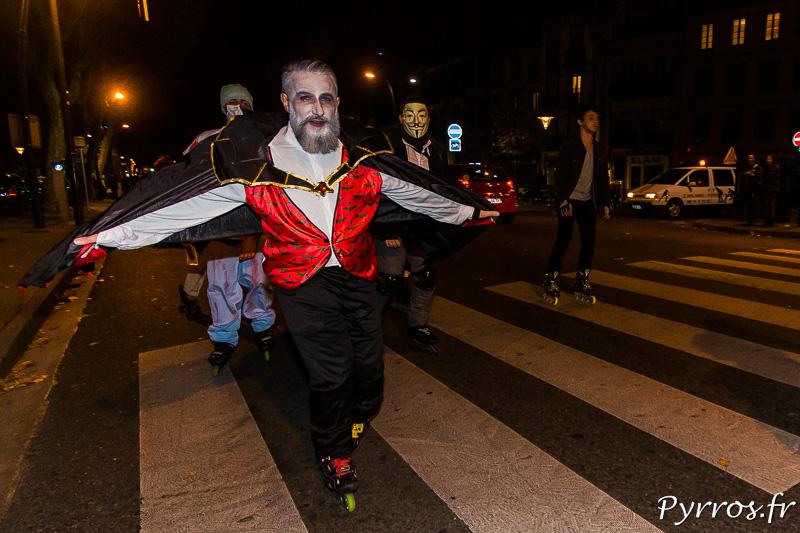 Le Comte Dracula déploie sa cape en roller
