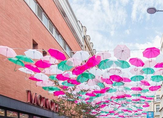 Les parapluies sont photographiés sous toutes les coutures