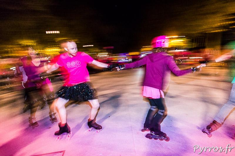 Démonstration de Roller Dance pour Octobre Rose