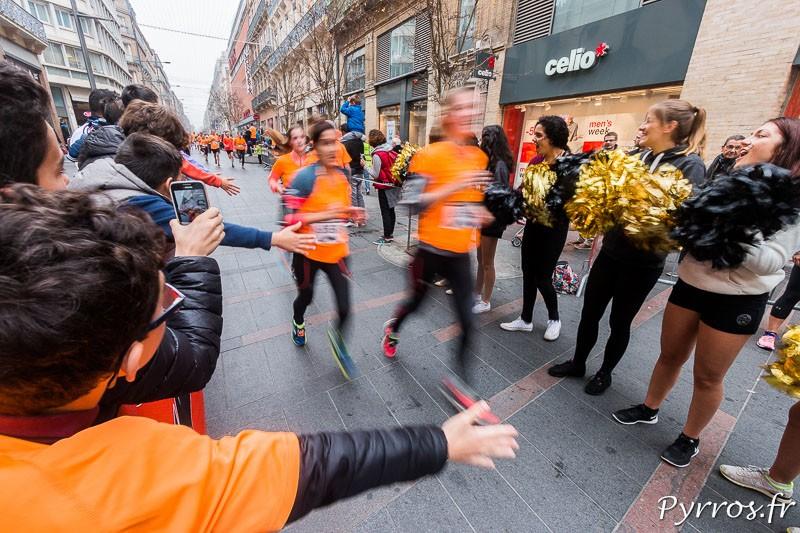 A l'arrivée les participants sont chaudement félicités par les Cheerleader