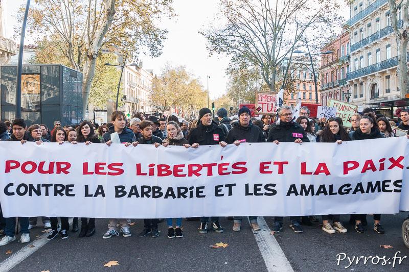 """Banderole affichée lors de la Marche Cityenne """"pour les libertés et la paix, contre la barbarie et les amagalmes"""""""
