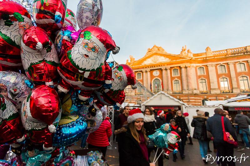 Des Pères Noël sont vendus au pied du Capitole