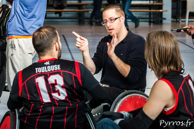 Christophe échange avec les joueurs de Montpellier après le match