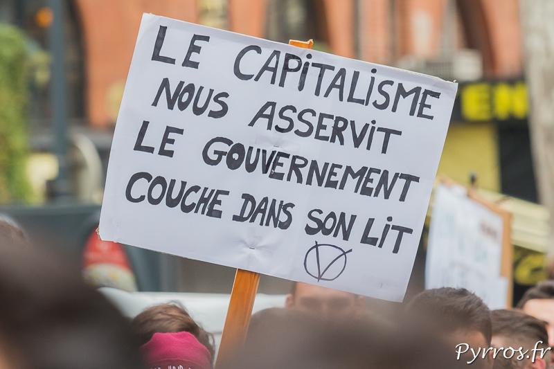 Le gouvernement couche avec le capitalisme