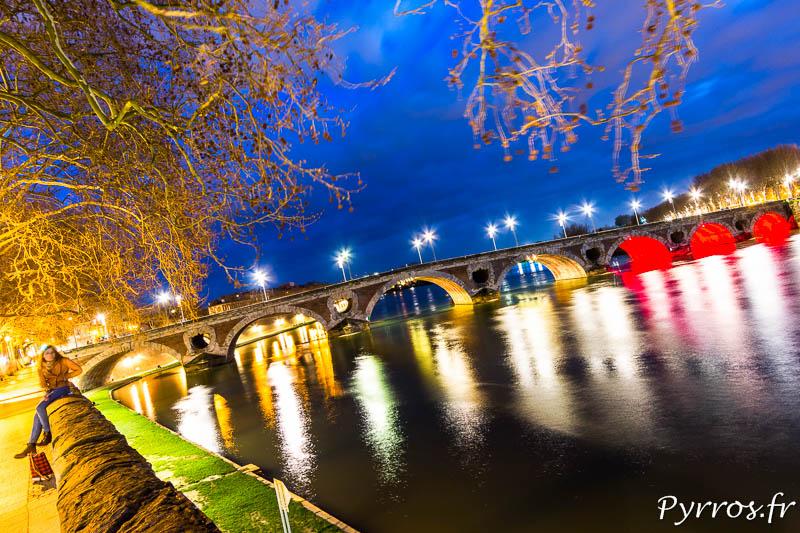 Le Pont Neuf de Toulouse est illuminé aux couleurs de la Belgique