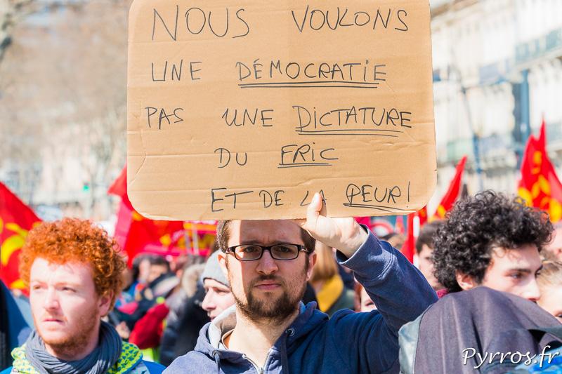 Les manifestants souhaitent être consultés