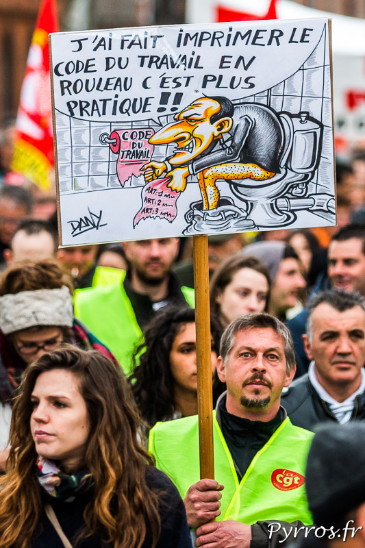Pierre Gattaz, président du MEDEF est critiqué par les manifestants