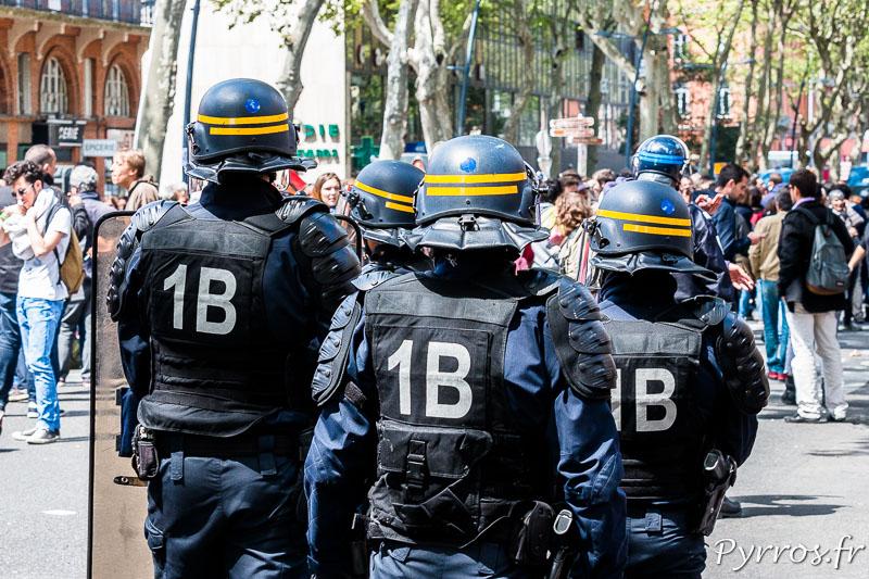 Les CRS encadrent les manifestants