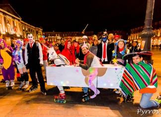 Des costumes variés au départ de la randonnée Carnaval proposée par Roulez Rose