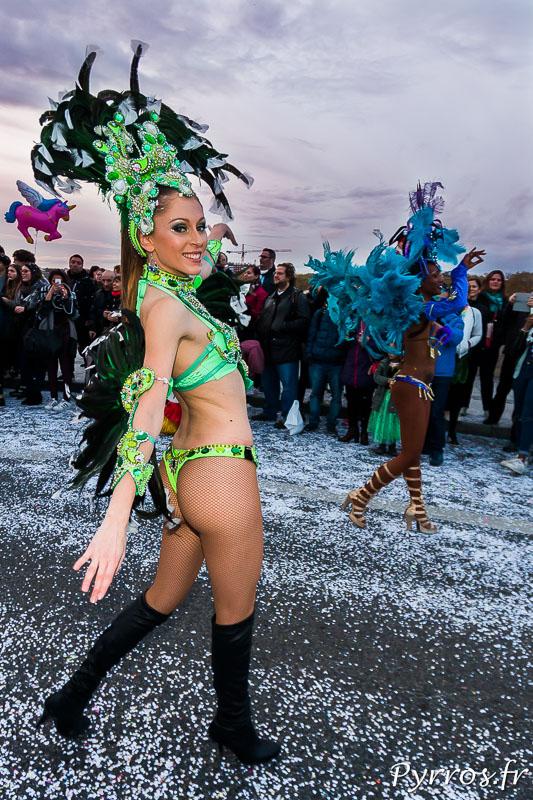 Les danseuses brésiliennes attirent les regards des toulousains