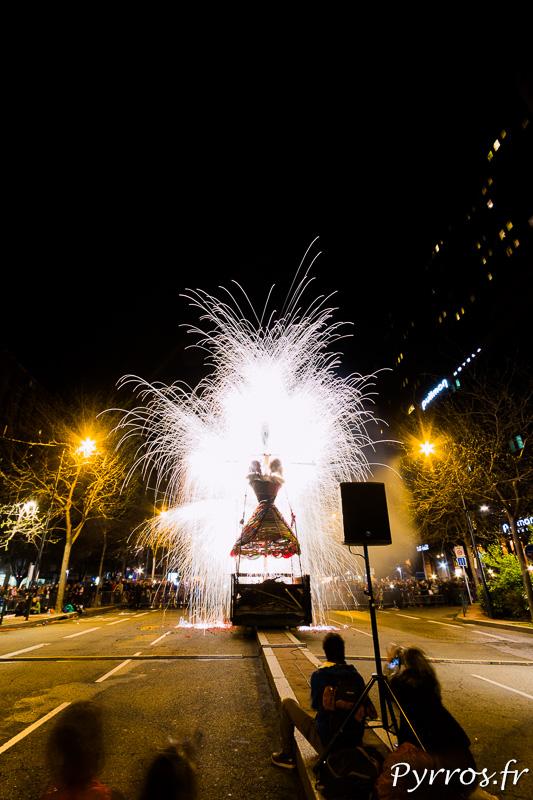 Madame Carnaval est brulée dans un feu d'artifice lors du Grand Carnaval 2016 de Toulouse