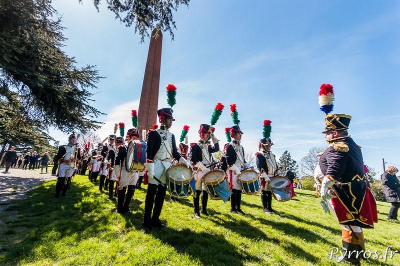 La musique de Saint Lys se met en place au pied de l'Obelisque de Jolimont