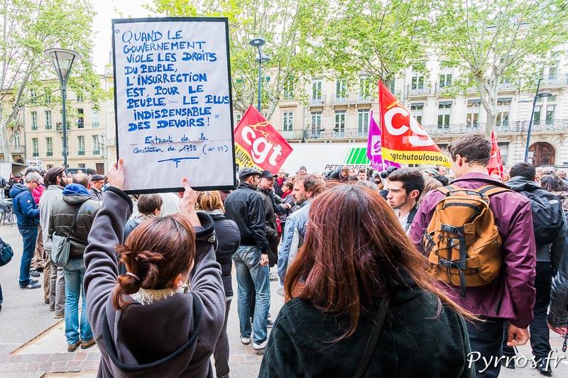 Les pancartes sont rares dans cette manifestation