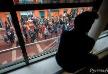 Depuis leurs fenêtres les toulousains observent les manifestants