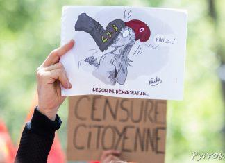 Le 49.3 est une agression contre la démocratie selon certains manifestants