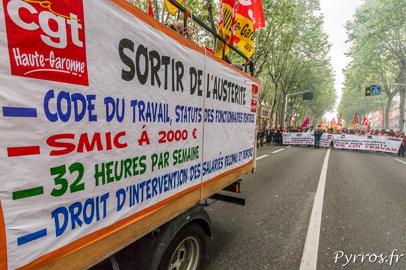 Un camion de la CGT ouvre la manifestation toulousains contre la loi travail